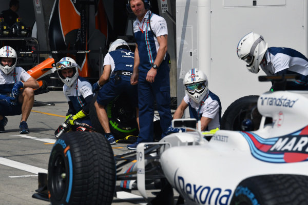Williams practice pit stops at Formula One World Championship, Rd2, Chinese Grand Prix, Qualifying, Shanghai, China, Saturday 8 April 2017.