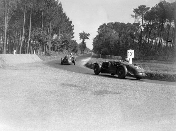J. M. Skeffington / Murton Neale, Aston Martin Ulster, leads Mortimer Morris Goodall / Robert Hitchens, Aston Martin Speed Model.