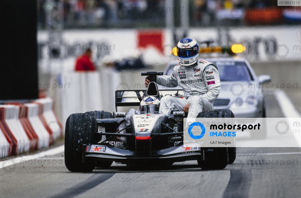 David Coulthard, McLaren MP4-16 Mercedes, gives Mika Häkkinen a lift back to the pits.