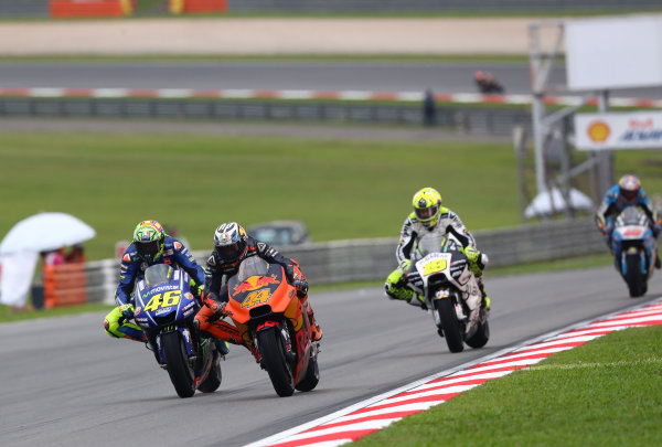 2017 MotoGP Championship - Round 17 Sepang, Malaysia. Sunday 29 October 2017 Pol Espargaro, Red Bull KTM Factory Racing, Valentino Rossi, Yamaha Factory Racing World Copyright: Gold and Goose / LAT Images ref: Digital Image 26449