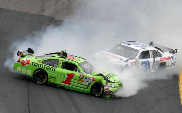 26 - 28 June, 2009, Loudon, New Hampshire USAMartin Truex Jr. and Jeff Burton crash wreck© 2009 - LAT South USALAT Photographic