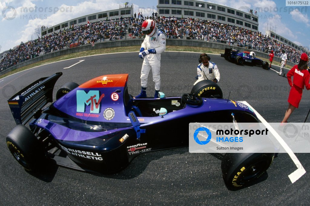 Roland Ratzenberger (AUT) Simtek S941 prepares on the grid for his GP debut. He finished eleventh in what would be tragically his only GP start. Pacific Grand Prix, Rd 2, TI Circuit Aida, Japan, 17 April 1994.