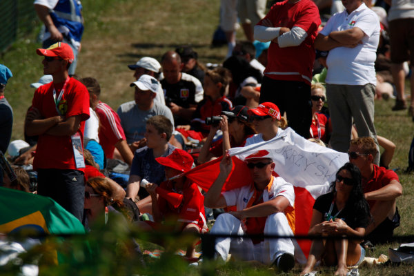 Hungaroring, Budapest, Hungary. 26th July 2009.Sunday Race.The fans watch the action. atmosphere. World Copyright: Glenn Dunbar / GP2 Series Media Service.Ref: _3GD9737 jpg
