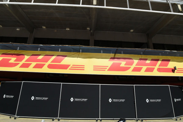 Renault Sport F1 Team garage screens