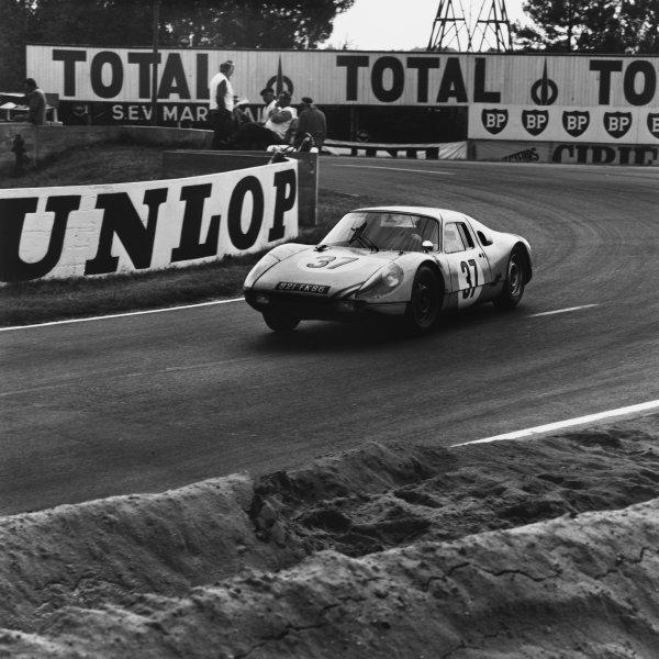 Le Mans, France. 19th - 20th June 1965.Robert Buchet/Ben Pon (Porsche 904 GTS), retired, action. World Copyright: LAT Photographic.Ref:  29566.