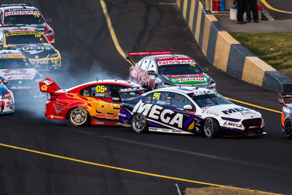 2017 Supercars Championship Round 9.  Sydney SuperSprint, Sydney Motorsport Park, Eastern Creek, Australia. Friday 18th August to Sunday 20th August 2017. Jason Bright, Prodrive Racing Australia Ford, Will Davison, Tekno Autosports Holden. World Copyright: Daniel Kalisz/LAT Images Ref: Digital Image 190817_VASCR9_DKIMG_3651.jpg