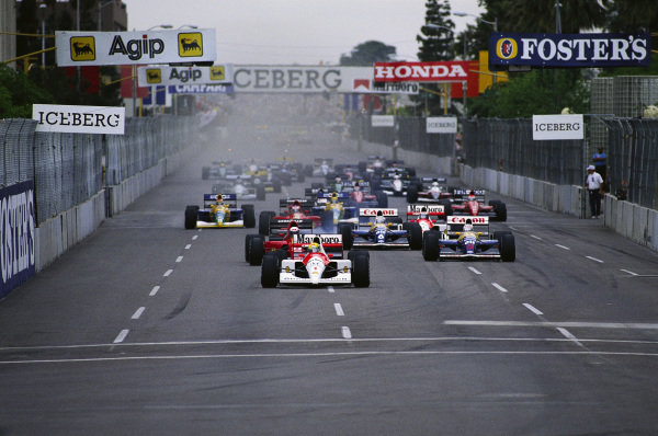 Ayrton Senna leads Alain Prost, Ferrari 642, Nigel Mansell, Williams FW14 Renault, Riccardo Patrese, Williams FW14 Renault, and the rest of the field at the start.