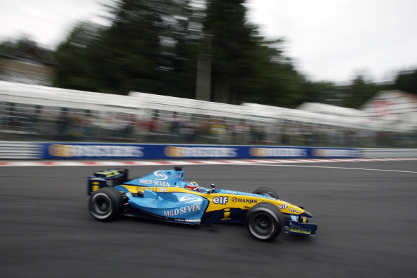 2004 Belgian Grand Prix - Friday Practice, Spa-Francorchamps, Belgium. 27th August 2004 Fernando Alonso, Renault R24, action.World Copyright: Steve Etherington/LAT Photographic ref: Digital Image Only