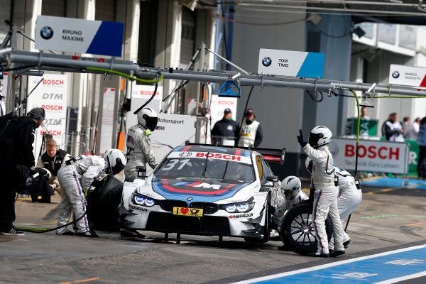 2017 DTM Round 7  Nürburgring, Germany  Saturday 9 September 2017. Pit stop, Tom Blomqvist, BMW Team RBM, BMW M4 DTM  World Copyright: Alexander Trienitz/LAT Images ref: Digital Image 2017-DTM-Nrbg-AT2-1795