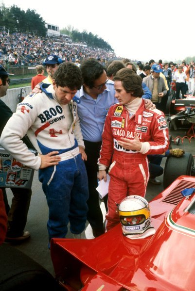 (L to R): Race winner Jody Scheckter (RSA) Ferrari talks with Mauro Forghieri (ITA) Ferrari Designer and seventh placed team mate Gilles Villeneuve (CDN) on the grid before the start of the race.