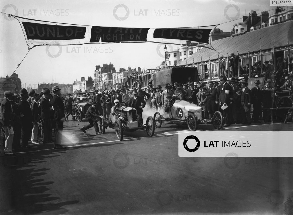 1924 Brighton Speed Trials. Brighton, England. September 1924. Ivy Cummings (GN) and Lewis Humphries (GN), on the front row, action.  World Copyright: LAT Photographic.  Ref:  Autocar Glass Plate A3884.