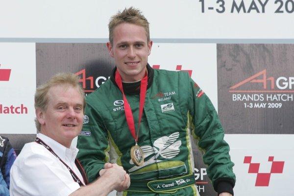L-R:Jonathan Palmer (GBR) CEO Motorsport Vision, and sprint race winner Adam Carroll (GBR), driver of A1 Team Ireland.A1GP, Rd7, Brands Hatch, England, Sunday 3 May 2009.