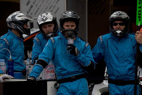 2005 GP2 Series - MonacoMonte-Carlo. 20th & 21st MaySaturday - RaceDPR pit crewPhoto: GP2 Series Media Serviceref: Digital Image Only.