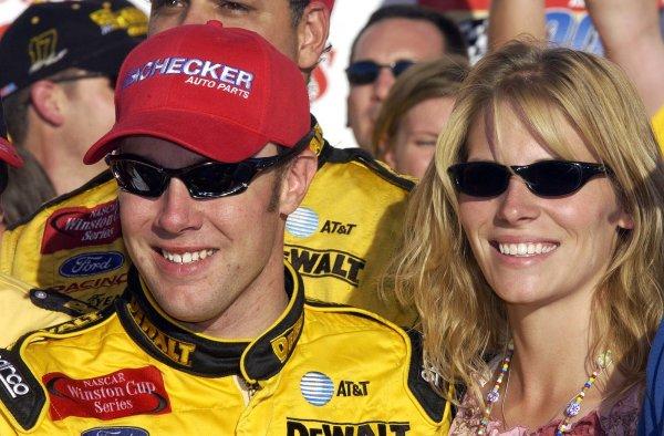 2002 NASCAR Phoenix, USA November 09-10, 2002 Checker Auto Parts 500 ,Phoenix International Raceway-Matt and Katie kenseth,-Robt LeSieur2002LAT Photographic