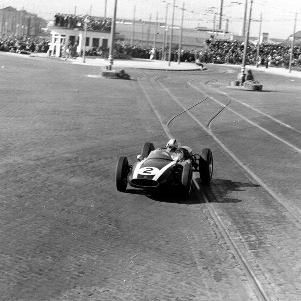 1960 Portuguese Grand Prix.Porto, Portugal.12-14 August 1960.Jack Brabham (Cooper T53 Climax) 1st position.Ref-7081.World Copyright - LAT Photographic