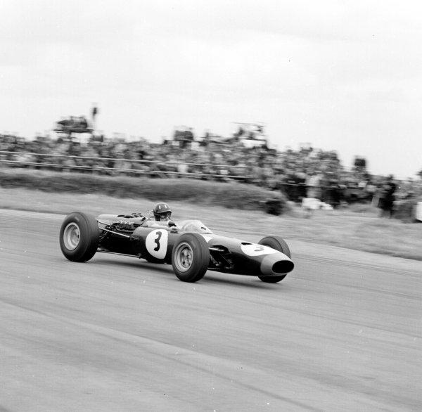 1965 British Grand Prix.Silverstone, England.8-10 July 1965.Graham Hill (BRM P61/2) 2nd position.Ref-29976.World Copyright - LAT Photographic