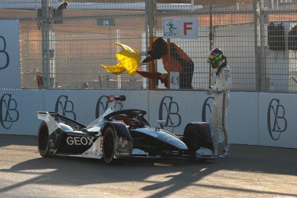 Brendon Hartley (NZL), GEOX Dragon, Penske EV-4, gets out of his car