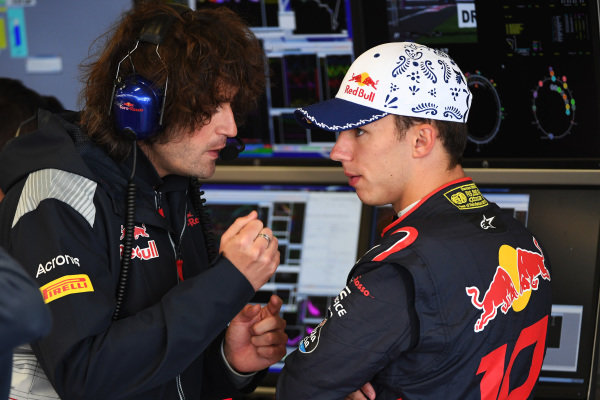 Pierre Gasly (FRA) Scuderia Toro Rosso and Marco Matassa (ITA) Scuderia Toro Rosso Race Engineer at Formula One World Championship, Rd18, Mexican Grand Prix, Qualifying, Circuit Hermanos Rodriguez, Mexico City, Mexico, Saturday 28 October 2017.