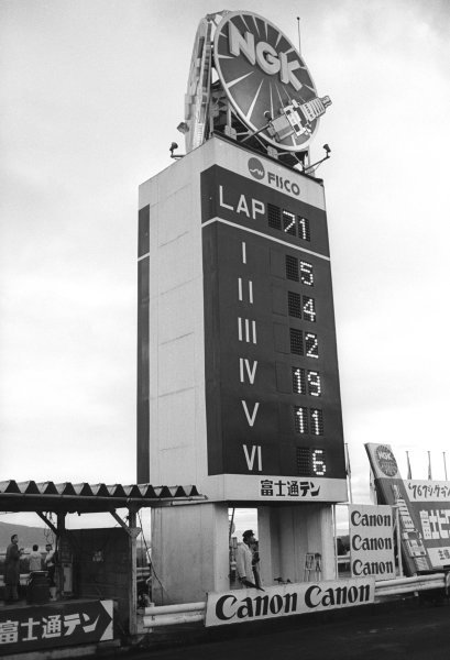 The Fuji circuit leader board showing that on lap 71, with two laps to go, James Hunt (GBR) McLaren (#11) had dropped to 5th place after a late race puncture. In the next two laps Hunt overtook Clay Regazzoni (SUI) Ferrari (#2) and Alan Jones (AUS) Surtees (#19), and finished the race in third place and thereby winning the 1976 Formula One World Championship. Hunt, who needed to finish fourth or above to clinch the title, was unaware of his position and finished the race thinking that he had lost the championship. The race was won by Mario Andretti (USA), Lotus (#5). Japanese Grand Prix, Rd16, Fuji, Japan, 24 October 1976.