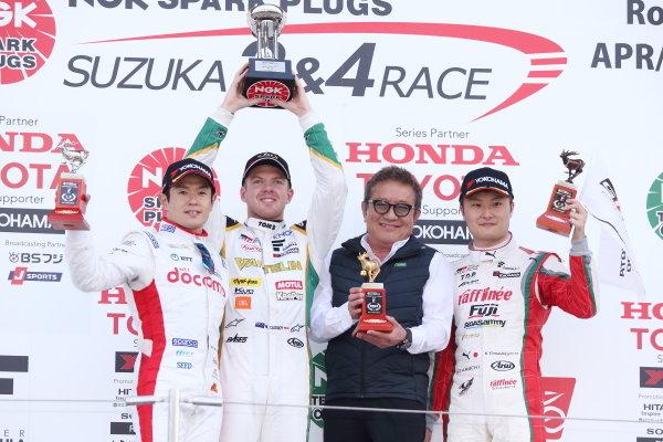 Winner Nick Cassidy, VANTELIN TEAM TOM'S, Dallara SF19 Toyota, celebrates on the podium, ahead of Naoki Yamamoto, DOCOMO TEAM DANDELION RACING, Dallara SF19 Honda, 2nd and Kenta Yamashita, KONDO RACUNG, Dallara SF19 Toyota, 3rd. Photo by Masahide Kamio
