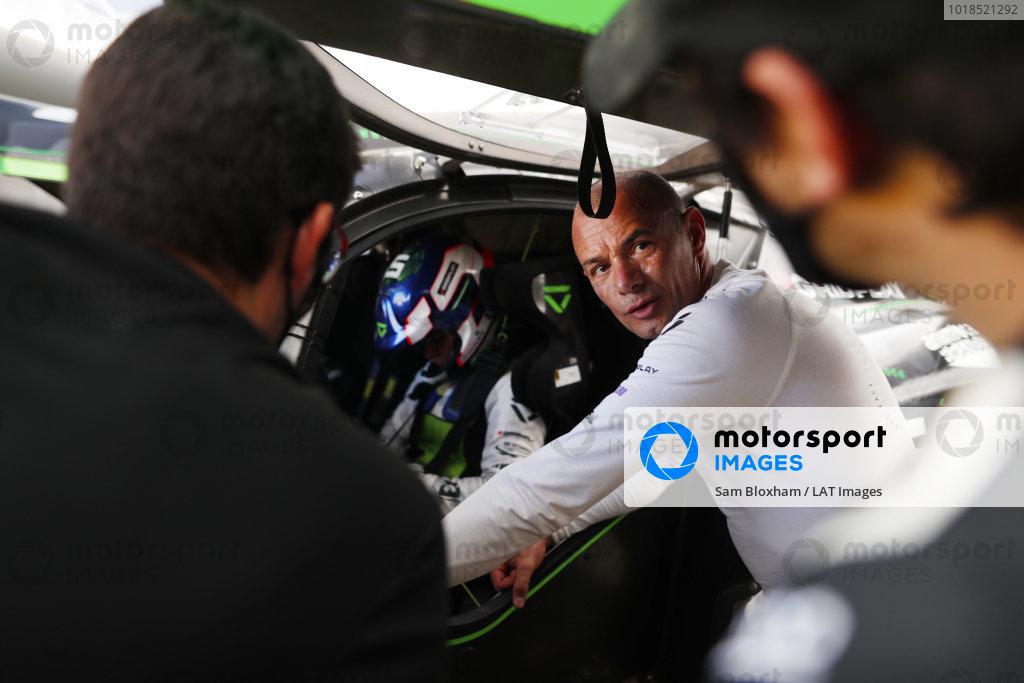 Stephane Sarrazin (FRA), Veloce Racing, talks to Jamie Chadwick (GBR), Veloce Racing