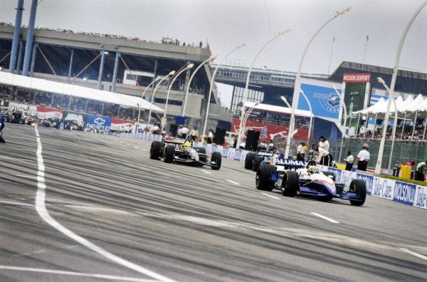 Hélio Castroneves, Bettenhausen Racing, Reynard 98i Mercedes, leads Christian Fittipaldi, Newman-Haas Racing, Swift 009.c Ford, and Gil de Ferran, Walker Racing, Reynard 98i Honda, down the pit lane.
