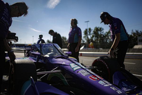 #51: Romain Grosjean, Dale Coyne Racing with RWR Honda, crew members