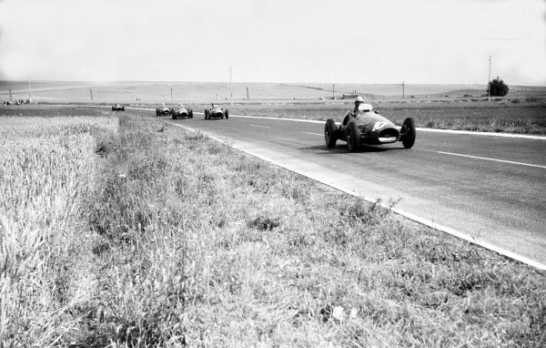 1953 French Grand Prix.Reims, France. 3-5 July 1953.Alberto Ascari (Ferrari 500) 4th position.Ref-53/64 #19A.World Copyright - LAT Photographic