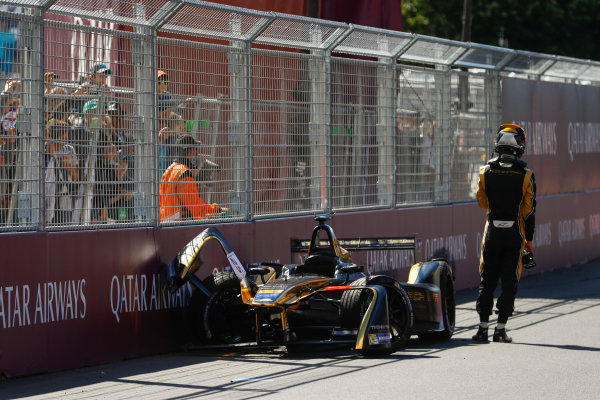 2016/2017 FIA Formula E Championship. Qatar Airways Paris ePrix, France. Saturday 20 May 2017. Jean-Eric Vergne (FRA), Techeetah, Spark-Renault, Renault Z.E 16, walks away after crashing. Photo: Steven Tee/LAT/FIA Formula E ref: Digital Image _R3I4478