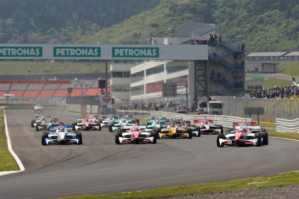 Autopolis, Japan. 26th - 27th May 2012. Rd 3.Start of the race, action. World Copyright: Yasushi Isihara/LAT Photographic.Ref:  2012FN_Rd3_001