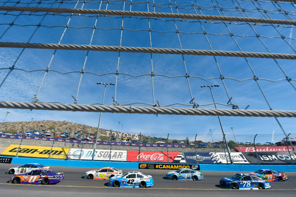 Monster Energy NASCAR Cup Series Can-Am 500 Phoenix Raceway, Avondale, AZ USA Sunday 12 November 2017 Ryan Blaney, Wood Brothers Racing, SKF / Quick Lane Tire & Auto Center Ford Fusion and Denny Hamlin, Joe Gibbs Racing, FedEx Ground Toyota Camry World Copyright: Nigel Kinrade LAT Images