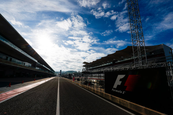 Circuit of the Americas, Austin, Texas, United States of America. Thursday 19 October 2017. The pit lane. World Copyright: Sam Bloxham/LAT Images  ref: Digital Image _W6I1333