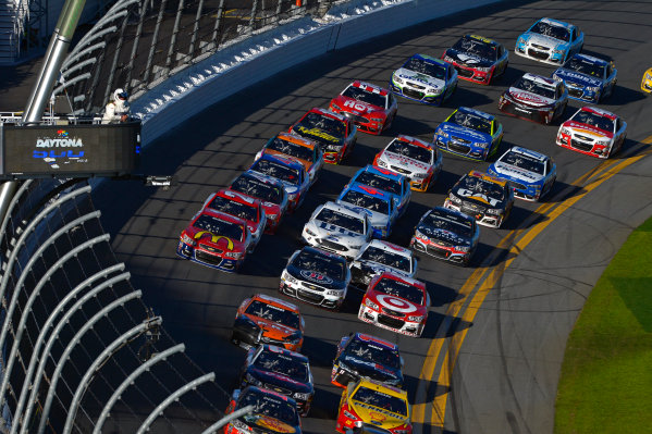 13-21 February, 2016, Daytona Beach, Florida USA The pack goes 3 wide in the closing laps. ?2016, F. Peirce Williams LAT Photo USA