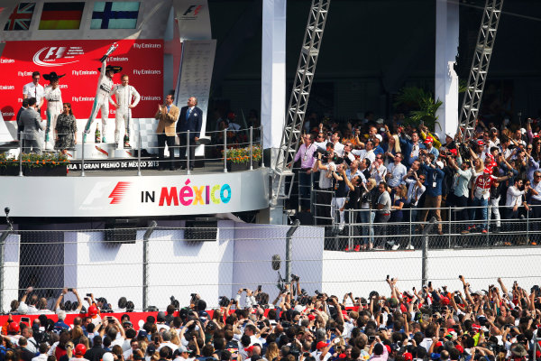 Autodromo Hermanos Rodriguez, Mexico City, Mexico. Sunday 1 November 2015. Nico Rosberg, Mercedes AMG, 1st Position, Lewis Hamilton, Mercedes AMG, 2nd Position, and Valtteri Bottas, Williams F1, 3rd Position, on the podium. World Copyright: Glenn Dunbar/LAT Photographic ref: Digital Image _W2Q1798