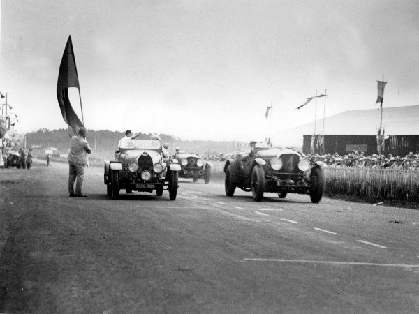 Le Mans, France.21-22 June 1930.Woolf Barnato/Glen Kidston (number 4, Bentley Speed Six), 1st position. Mmes Marguerite Mareuse/Odette Siko (number 25, Bugatti T40), 7th position. Frank Clement/Richard Watney (Bentley Speed Six) follows in 2nd.Ref-Autocar B4177.World Copyright - LAT Photographic