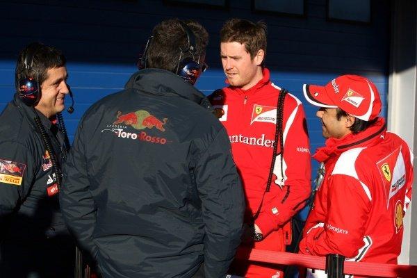 Rob Smedley (GBR) Ferrari Race Engineer and Felipe Massa (BRA) Ferrari talks with Scuderia Toro Rosso Engineers. Formula One Testing, Day 2, Jerez, Spain, Wednesday 8 February 2012.