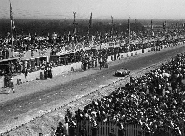 1949 Le Mans 24 Hours.Le Mans, France. 25-26 June 1949.Luigi Chinetti/Lord Selsdon (Ferrari 166MM), 1st position. Ref-49/16 #1.World Copyright: LAT Photographic
