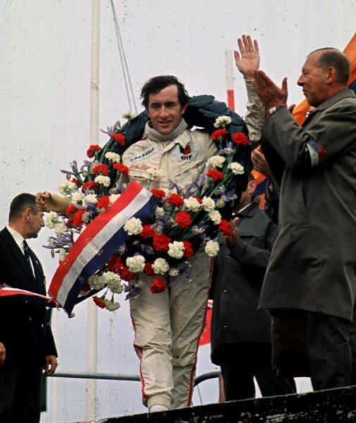 1968 Dutch Grand Prix.Zandvoort, Holland.21-23 June 1968.Jackie Stewart (Matra Ford) 1st position. Stewart won despite wearing a plaster cast on his right hand.World Copyright - LAT Photographic