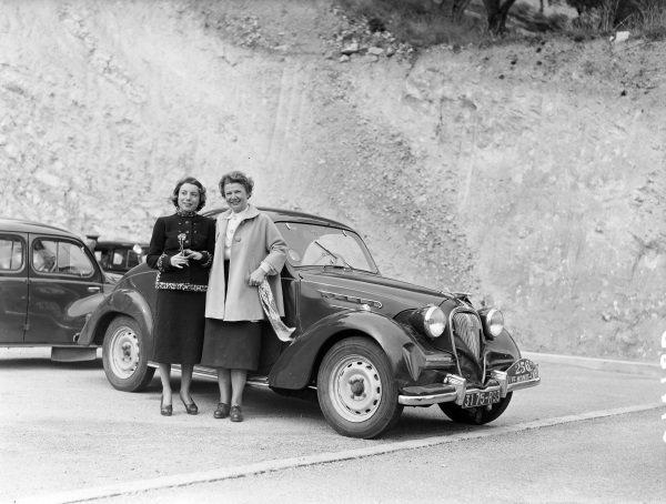 Mmes G. Rouault / R. Gordine, Simca 8.