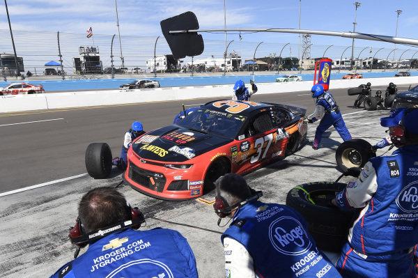 #37: Chris Buescher, JTG Daugherty Racing, Chevrolet Camaro Kroger Flavor Fill Up, makes a pit stop