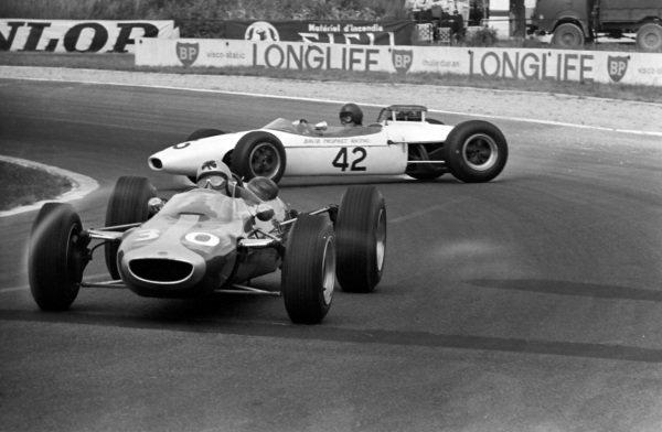 Eric Offenstadt, Cooper T75 BRM, passes the spun David Prophet, Brabham BT10 Ford.