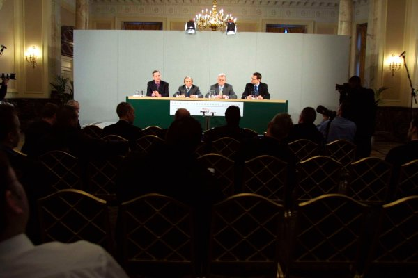 2002 Ford Press Conference.London, England. 26th November 2002.Ford Press Conference regarding the future management structure of Jaguar Racing and the Premier Automotive Group.World Copyright - Paul Dowker/LAT Photographicref: Digital Image Only