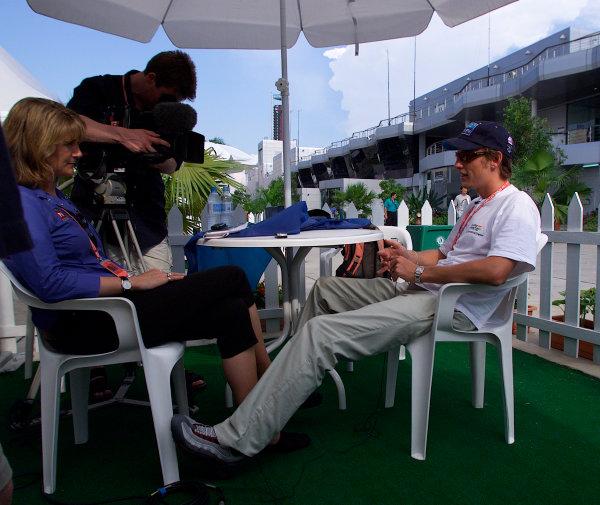 2001 Malaysian Grand Prix.Sepang, Kuala Lumpur, Malaysia. 16-18 March 2001.Jenson Button (Benetton Renault) is interviewed by ITV's Louise Goodman.World Copyright - Steve Etherington/LAT Photographic. ref: 18mb Digital Image