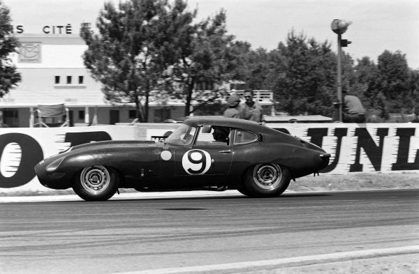 Peter Lumsden / Peter Sargent, Jaguar E-type Lightweight.