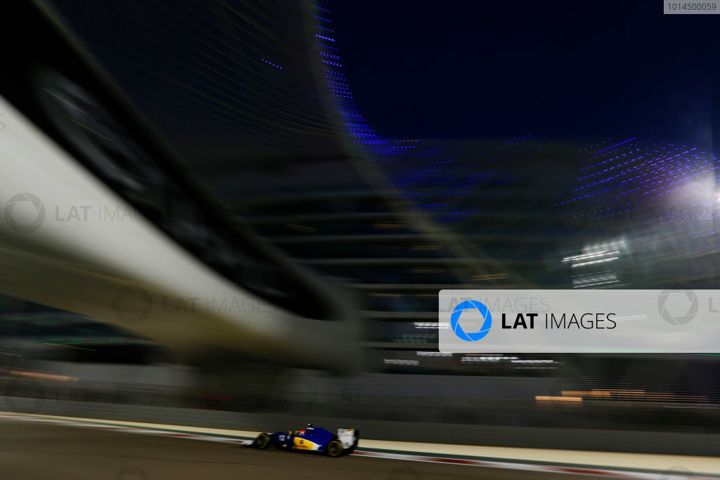 Yas Marina Circuit, Abu Dhabi, United Arab Emirates. Sunday 29 November 2015. Felipe Nasr, Sauber C34 Ferrari. World Copyright: Charles Coates/LAT Photographic ref: Digital Image _99O2538