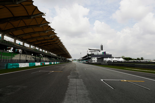 Sepang International Circuit, Sepang, Malaysia. Thursday 28 September 2017. Sepang circuit pit straight detail. World Copyright: Zak Mauger/LAT Images  ref: Digital Image _56I8935