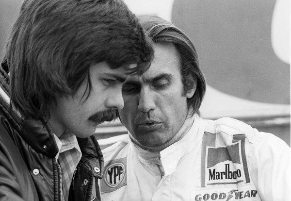 Sixth placed Carlos Reutemann (ARG) Brabham (Right) talks with Gordon Murray (RSA) Brabham Designer (Left).British Grand Prix, Rd 9, Silverstone, England, 14 July 1973.