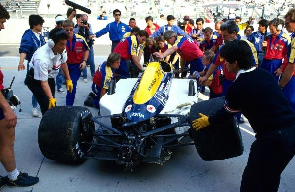 Nigel Mansell (GBR) Williams FW11B suffered a huge crash in practice and had to withdraw from the race. Japanese Grand Prix, Suzuka, Japan, 1 November 1987.