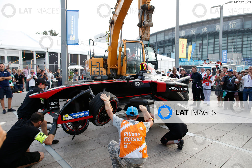 FIA Formula E -  Race Beijing E-Prix, China Saturday 13 September 2014. The damaged car of Nick Heidfeld (Venturi) is returned to the pits after his crash with Nicolas Prost (eDAMS) at the end of the race. Photo: Glenn Dunbar/LAT/ Formula E ref: Digital Image _W2Q2404