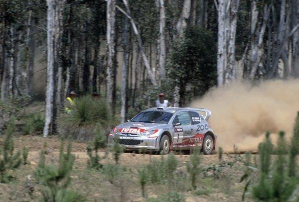 2001 World Rally Championship.Australian Rally, Australia. 1-4 November 2001.Marcus Gronholm/Timo Rautiaien (Peugeot 206 WRC), 1st position.World Copyright: LAT PhotographicRef: 35mm transparency 01RALLY13
